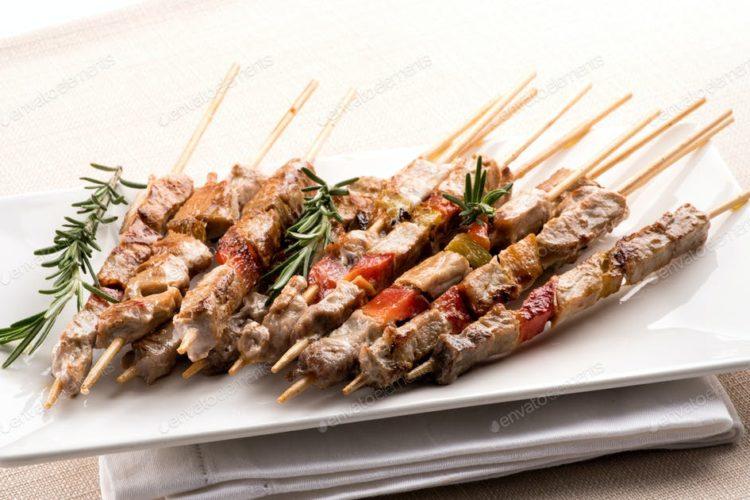 arrosticini-brochette-italienne-gastronomie-italie